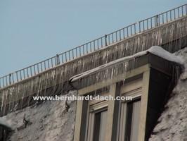 Eisschanze Eis Eiszapfen Dachlawine Dach Dachdecker Frankfurt